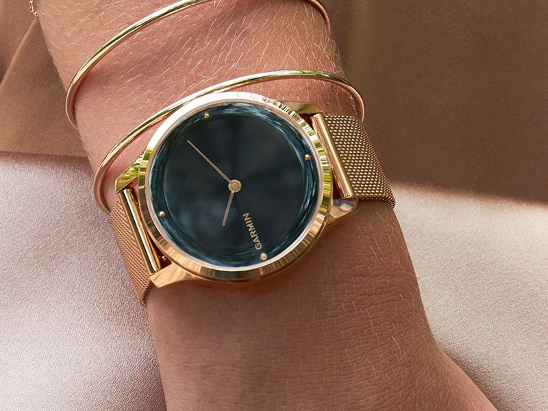 Timelessly beautiful analog watch and smartwatch in one.
