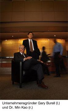 Unternehmensgründer Gary Burell (l.) und Dr. Min Kao (r.)